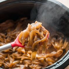 Caramelize Onions in the Slow Cooker @keyingredient #slowcooker