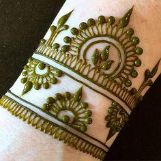 61 Easy, Simple and Traditional Henna Arabic Mehndi Designs - Sensod - Create. Mehndi Design Images, Mehndi Patterns, Arabic Mehndi Designs, Bridal Mehndi Designs, Mehndi Designs For Hands, Mehandi Images, Mehndi Designs For Beginners, Henna Designs Easy, Beautiful Henna Designs