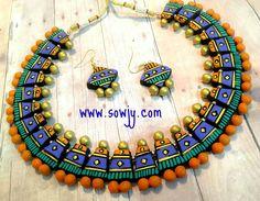 Beaded Necklace Patterns, Jewelry Patterns, Teracotta Jewellery, Jewelry Crafts, Handmade Jewelry, Fabric Jewelry, Gold Jewelry, Terracotta Jewellery Designs, Terracotta Earrings