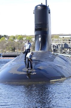 GROTON, Conn. (May. 5, 2007) Sailors assigned to Virginia-class fast-attack submarine PCU Hawaii (SSN 776) paint the submarine while moored at Submarine Base New London. PCU Hawaii is set to be commissioned Saturday, May 5th, at Submarine Base New London. U.S. Navy