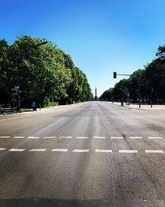 No traffic Sunday.  . . . #ihavethisthingwithberlin #berliner #loveberlin #emptyroads #sundayvibes