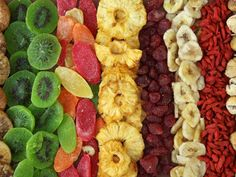 Myth or Fact: Fresh Fruit Is Better Than Dried Fruit / Nutrition / Healthy Eating Dried Mangoes, Dried Fruit, Fresh Fruit, Dried Apricots, Fruits Déshydratés, Fruits And Veggies, Raw Food Recipes, Healthy Eating Recipes, Healthy Snacks
