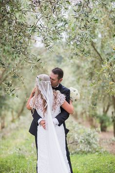 Jo and Mark have a huge love for each other and their animals, so it made sense to include them in their photos of their wedding day. Jo has her beautiful pup Huffer, horse and pig, while Mark has spook and his pig hunting dogs. Spook being the oldest had the honnor of walking down …