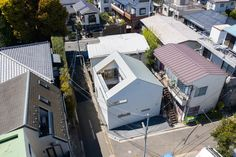open sky house by YSAA exposes everyday life to nature in tokyo Urban Architecture, Space Architecture, Residential Architecture, House Of The Rising Sun, Arch Interior, Building A Pool, Second Floor, Tokyo, Japanese Architecture