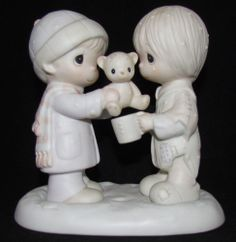 Precious Moments Figurine w/ Box ~ E-0504 ~ Christmastime Is For Sharing