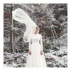 Mariage en hiver au chamois d'or - Alice et Nico - geometry-love Wedding Robe, Wedding Dresses, Couples In Love, Marie, Couple Photos, Salazar, Chamois, Beautiful, Geometry