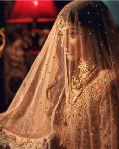 We are presenting for you various types of wedding veil styles (Ghunghat Styles) that you can don the day of your wedding. Desi Bride, Desi Wedding, Wedding Veils, Wedding Bride, Bridal Dupatta, Pakistani Bridal, Indian Bridal, Bridal Mehndi, Bridal Poses