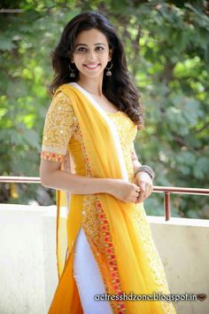 Rakul Preet Singh is an Indian actress who works primarily in the south film industry. Know Rakul Preet Singh's Age, Movies, Boyfriend, Total Income, and hot HD images of Rakul Preet Singh. Fashion Designer, Indian Designer Wear, Designer Dresses, Men's Fashion, Fashion Week, Indian Fashion, Fashion Trends, Pakistani Dresses, Indian Dresses