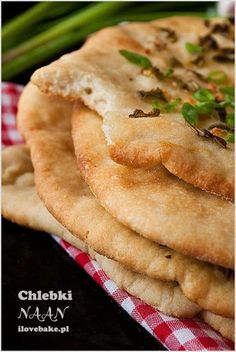 DOMOWE CHLEBKI NAAN Z CZOSNKIEM Vegan Recipes, Snack Recipes, Cooking Recipes, Tasty, Yummy Food, Kitchen Recipes, Love Food, Food To Make, Food And Drink