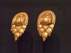 Pair of Etruscan A Grappolo Earrings late 5th-3rd century BCE gold
