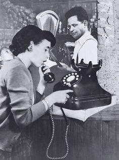Sueno 41, The Phone Call, 1951 © Grete Stern