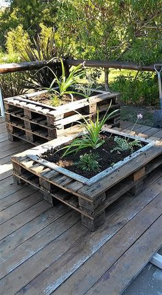This is how the stylish wood pallet planter stand project will look alike at the end of the day. It is look so modish in the end and will definitely bring about the classic beauty impacts in the whole garden area. Besides keeping small boxes, such creative planters will look mesmerizing.