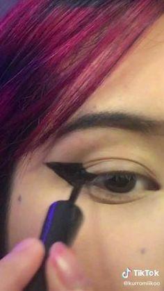 Edgy Makeup, Makeup Eye Looks, Hair Makeup, Mode Emo, 90s Grunge Hair, Alternative Makeup, Hair Color Purple, Hair Reference, Rose Gold Hair