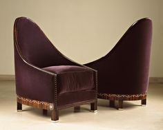 Emile-Jacques RUHLMANN (1879 - 1933) ,Pair of « Doucet » wing chairs