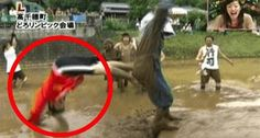 男性アナウンサーが尻相撲で 自ら泥水に飛び込み頚椎骨折・脊髄損傷。 しかし、周りは気付かず大爆笑でした。