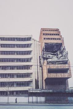 Belgrade 's NATO bombing of #Yugoslavia 1999 - the Ministry of Defense building ( #Serbia ) - La Dent de L'Oeil