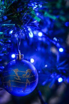 Blue Christmas Lights, Christmas Lights Background, Christmas Lights Wallpaper, Christmas Phone Wallpaper, Blue Christmas Decor, Christmas Scenes, Gold Christmas, Christmas Colors, Beautiful Christmas