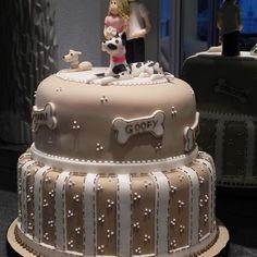 Esse bolo foi muito gostoso de fazer! Depois de anos e anos perdida da minha amiga-irmã de infância nos reencontramos e ela me pediu um bolo de niver e claro que os Dogs tinham q participar!  #vanessisses #festa #pastaamericana #bolos #bolodecorado #boloecachorros