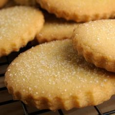 Homemade Butter Cookies - The best and easiest!- Learn how to prepare homemade butter cookies with this rich and easy recipe. Butter cookies are a delight, as well as easy to prepare …. Sugar Cookies Recipe, Cake Cookies, Cookie Recipes, Dessert Recipes, Desserts, Food Network Canada, Buttery Cookies, Homemade Butter, Food Network Recipes