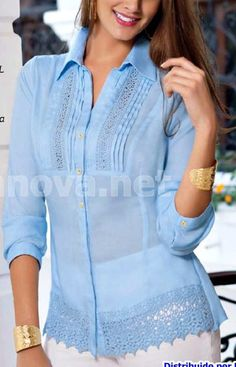 Estes modelos q vcs lança são perfeito... eu amo Blouse And Skirt, Blouse Dress, Kurta Designs, Blouse Designs, Indian Designer Wear, Blouse Styles, Fashion Prints, Blouses For Women, Designer Dresses