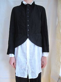 Short black jacket over long white shirt, always good. Short Black Jacket, Straight Jacket, Black Jackets, Long White Shirt, White Shirts, Jackett, Historical Clothing, Dress Codes, Look Cool