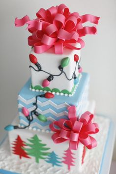 Trim the Tree Themed Christmas Party with Lots of Really Cute Ideas via Kara's P… - Noel - christmas Noel Christmas, Christmas Goodies, Christmas Treats, Christmas Baking, Christmas Lights, Christmas Cakes, Christmas Wedding, Christmas Present Cake, Modern Christmas