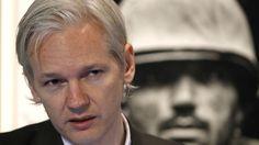 """Der Wikileaks-Gründer Julian Assange hat seine freiwillige Auslieferung in die USA abgeschwört unter der Begründung, dass die dazu genannten Bedingungen vom US-Präsidenten Barack Obama nicht erfüllt worden waren, schreibt The Washington Post. """"Es besteht kein Zweifel darüber, dass das, was Obama gemacht hat, nicht dem entspricht, was Assange wollte. Chelsea sollte nie verfolgt und zu Jahrzehnten Haftstrafe verurteilt werden und musste sofort befreit werden"""", erklärte sein Anwalt Barry…"""