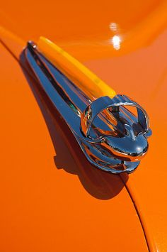 1947 Chevrolet Deluxe Hood Ornament - Car Images by Jill Reger Retro Cars, Vintage Cars, Antique Cars, Car Badges, Car Logos, Car Bonnet, Car Hood Ornaments, Radiator Cap, Us Cars