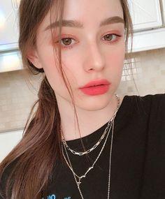 Pin on Nội y « Luna Margarin - 美しさ Cute Makeup, Beauty Makeup, Hair Makeup, Hair Beauty, Ulzzang Korean Girl, Cute Korean Girl, Aesthetic Makeup, Aesthetic Girl, Girl Photo Poses