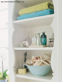 beach bathroom decor-like the towel colors and sea shells