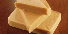 PALGOVA - doce típico indiano (muito semelhante ao nosso doce de leite aqui no Brasil)  Ingredientes: 1 litro de leite 2 sementes de cardamomo (semente de aroma intenso, da família do gengibre) 250 g açúcar 125 g de manteiga ghee (óleo purificado da menteiga)  Modo de preparo: Ferver o leite até que ele se reduza à metade da quantidade. Adicionar açúcar mexendo constantemente. Quando a mistura estiver grossa, adicionar a manteiga ghee em pequenas quantidades. Adicionar as sementes de ...
