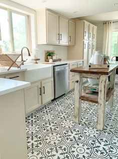 The current farmhouse design isn't only for rooms. The actual farmhouse design totally reflects the entire style of the house and the family tradition also. It totally reflects the entire style… Kitchen Tiles, Kitchen Flooring, New Kitchen, Kitchen Decor, Kitchen Design, Awesome Kitchen, Moroccan Tiles Kitchen, Funny Kitchen, Kitchen Pantry