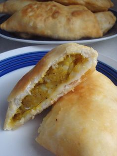 Trini Aloo Pie White potato and chickpea Trinidad Aloo Pie Recipe, Trinidad Recipes, Pie Recipes, Baking Recipes, Guyanese Recipes, Trini Food, Caribbean Recipes, Caribbean Food, Roti Recipe