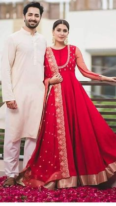 Super ideas for dress wedding red fashion Indian Gowns, Indian Attire, Indian Ethnic Wear, Indian Outfits, Pakistani Fashion Party Wear, Pakistani Bridal Dresses, Red Fashion, Indian Fashion, Fashion Dresses
