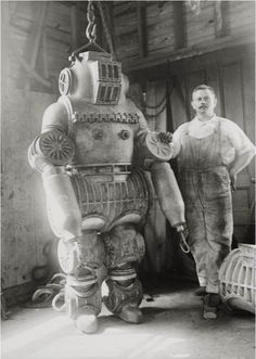 1911: Chester E McDuffee's patented diving suit .