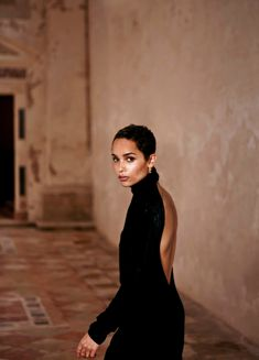 Zoe Kravitz Poses in Saint Laurent for FASHION Magazine Actress Zoe Kravitz poses in black Saint Laurent dress Chic Short Hair, Short Hair Cuts, Short Hair Styles, Yves Saint Laurent Beauté, Saint Laurent Dress, Zoe Kravitz Style, Lenny Kravitz, Zoe Isabella Kravitz, My Champion