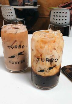 Aesthetic Coffee, Aesthetic Food, Iced Coffee, Coffee Drinks, Coffee Art, Decaf Coffee, Coffee Creamer, Bebidas Do Starbucks, Yummy Drinks