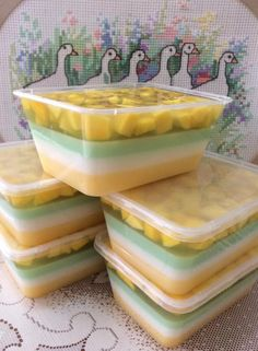 This is so quick, easy and delicious you will wan… in 201 Indonesian Desserts, Asian Desserts, Sweet Desserts, Puding Oreo, Puding Cake, Pudding Desserts, Pudding Recipes, Flan, Japanese Cheesecake Recipes