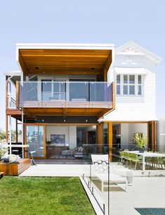 Home Renovation Exterior This renovated Queenslander has been given a modern 'up and under' extension as well as a timber deck and veranda. The home's exterior facade looks at once classic and modern. Weatherboard House, Queenslander, Style At Home, Home Renovation, Home Remodeling, Basement Renovations, Australian Homes, House Extensions, Facade House