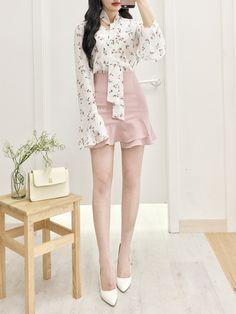 Pin von b t s auf moda coreana Fashion Moda, Cute Fashion, Look Fashion, Girl Fashion, Fashion Dresses, Fashion Design, Cute Korean Fashion, Fashion Ideas, Korean Fashion Trends