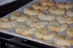 Cornulete cu nuca, de post, Rețetă Petitchef Jam Cookies, Bagel, Sausage, Veggies, Sweets, Bread, Desserts, Rome, Sweet Pastries