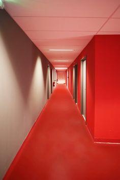 Vue d'une circulation intérieure du nouveau bâtiment STL #red  #colors #architecture