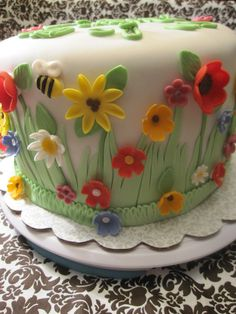 Spring flowers what's cute cake I would think that it would be for many occassio. - Spring flowers what's cute cake I would think that it would be for many occassions - Fondant Cake Designs, Fondant Cakes, Cupcake Cakes, Cake Decorating Techniques, Cake Decorating Tips, Cookie Decorating, Pretty Cakes, Cute Cakes, Beautiful Cakes