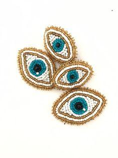 No te pierdas este artículo de mi tienda de Evil eye stud long earring -beads crystal light weight earring pendientes livianas- handmade -one of the kind Couture Embroidery, Beaded Embroidery, Seed Bead Earrings, Crochet Earrings, Beach Bracelets, Native American Jewelry, Hippie Chic, Beading Patterns, Crystal Beads