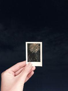 Polaroid Pictures - Fushion News Polaroid Photos, Polaroid Ideas, Polaroids, Polaroid Pictures Photography, Photography Gallery, City Photography, Instax Mini Ideas, Polaroid Instax, Instax Film