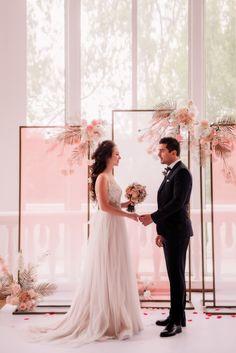 Wedding Reception At Home, Wedding Stage Design, Wedding Reception Backdrop, Outdoor Wedding Decorations, Wedding Fair, Backdrop Decorations, Indoor Wedding, Dream Wedding, Wedding Events