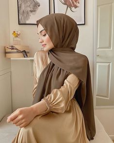 women's hijab style to update your outfit style tips and fashion Modern Hijab Fashion, Hijab Fashion Inspiration, Abaya Fashion, Muslim Fashion, Modest Fashion, Grunge Fashion, Korean Fashion, Abaya Mode, Mode Hijab