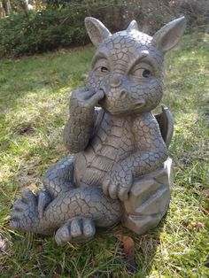 Statue de dragon de jardin avec le doigt dans le nez: Amazon.fr: Jardin