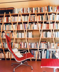 When there's noboby to sit on it, the Aluminium Chair serves very well as a storage for books.