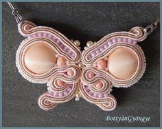 Sujtás lepke - soutache butterfly